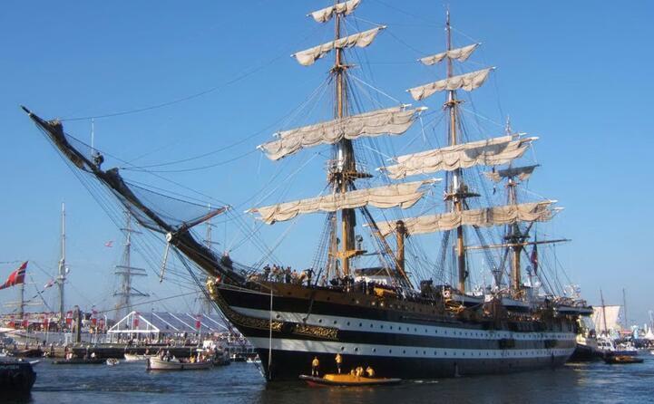 la nave ad amsterdam nel 2005 (foto wikipedia)