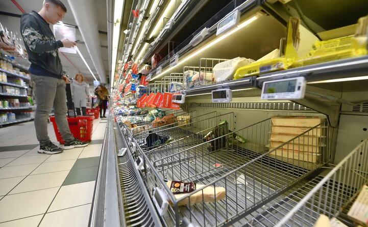 in molti supermercati le scorte di amuchina sono terminate