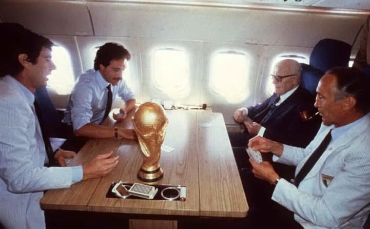 la celebre partita a scopone sull aereo di ritorno dal trionfo ai mondiali 1982