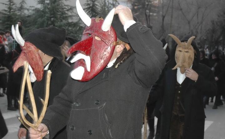maschere di orani (foto di francesco pintore)