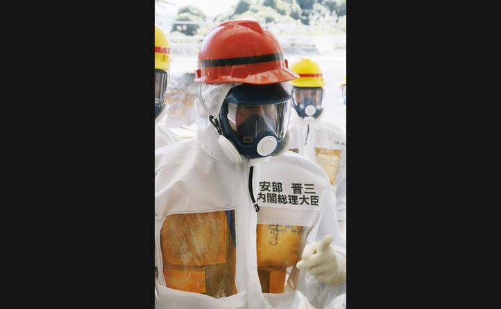il premier shinzo abe in visita alla centrale
