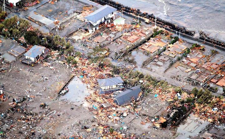 un villaggio devastato dallo tsunami (archivio l unione sarda)