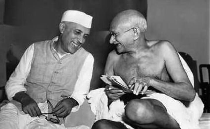 gandhi con l ex premier indiano nehru
