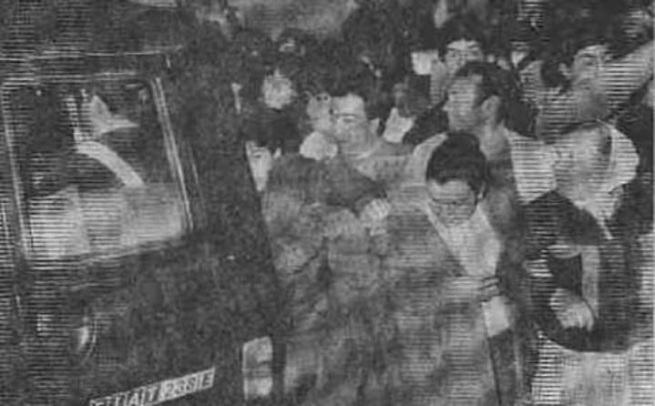 cittadini inferociti dopo gli arresti (foto archivio l unione sarda)