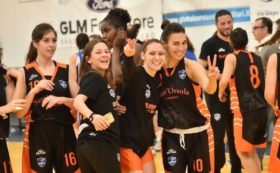 il sant orsola basket sassari che milita nella b femminile (foto da facebook)