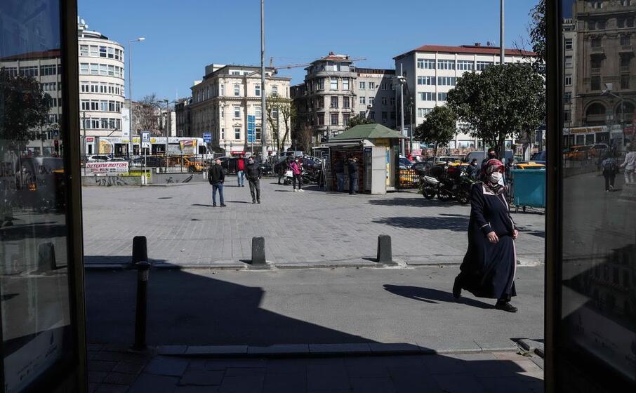 per le strade della capitale turca (ansa)