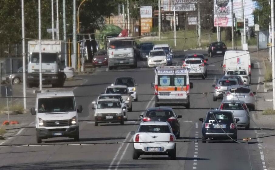 traffico intenso in viale marconi (foto pintore)
