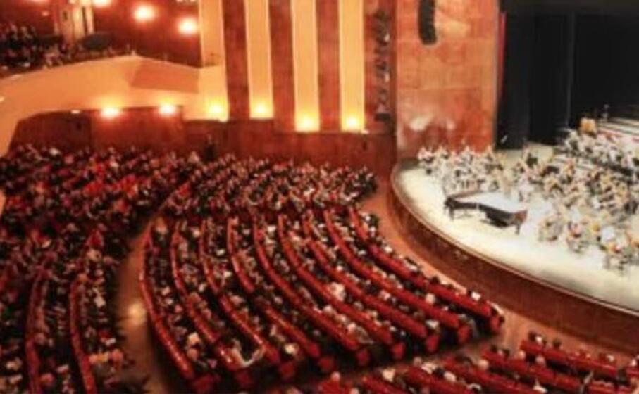 il teatro lirico di cagliari (archivio l unione sarda)