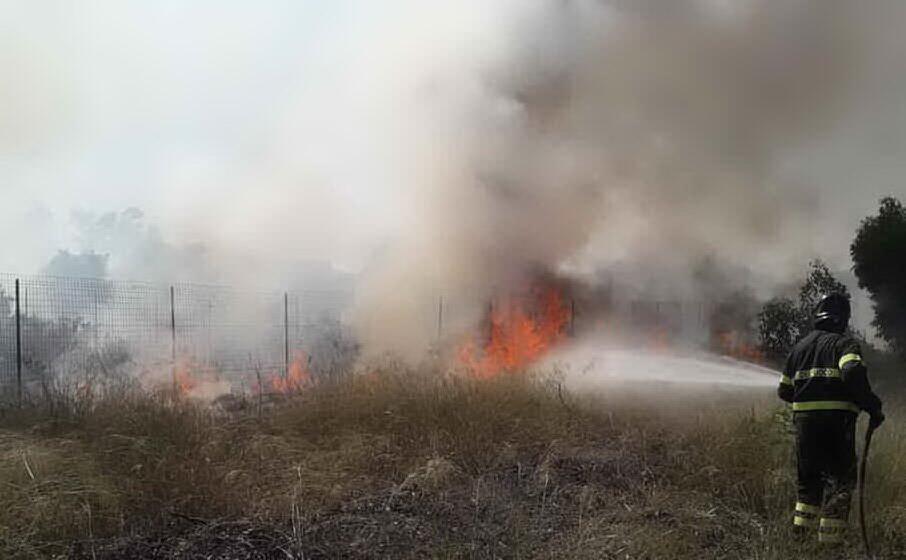 un incendio appiccato lo scorso anno nella periferia di selargius (l unione sarda)