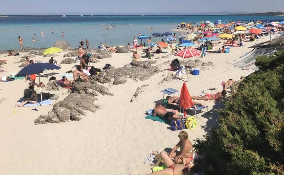 la spiaggia della pelosa a stintino (archivio l unione sarda)