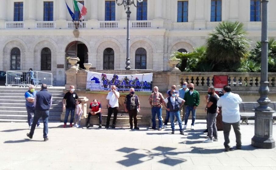 la protesta del mondo ippico a sassari (foto l unione sarda marras)