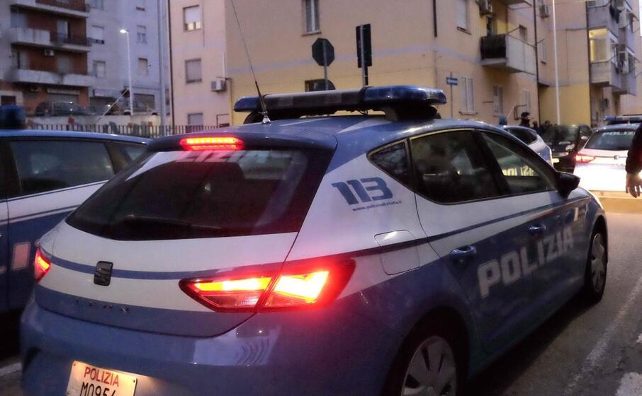 polizia in via seruci (archivio l unione sarda)