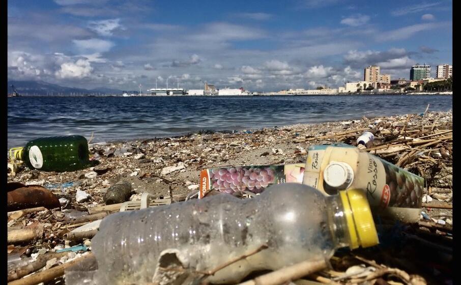 plastica su una spiaggiola a su siccu (l unione sarda)