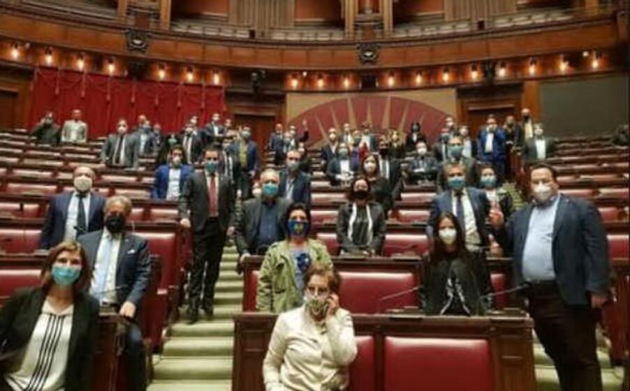 un ala del parlamento italiano (ansa)