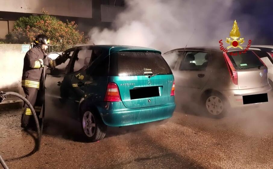 una delle auto date alle fiamme