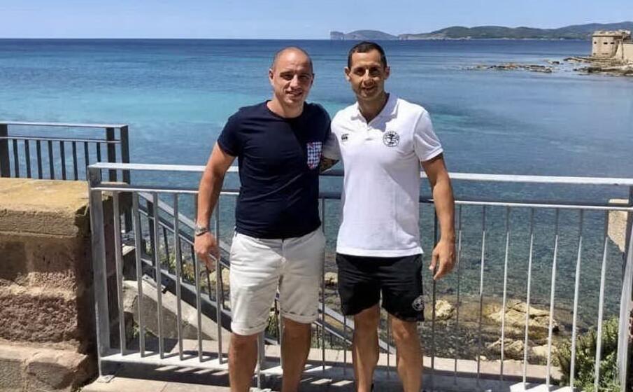 il direttore sportivo daniele pesapane ed il nuovo allenatore giocatore marco anversa (l unione sarda burruni)