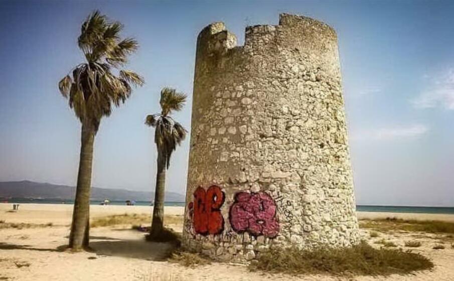 la torre spagnola al poetto (archivio l unione sarda)