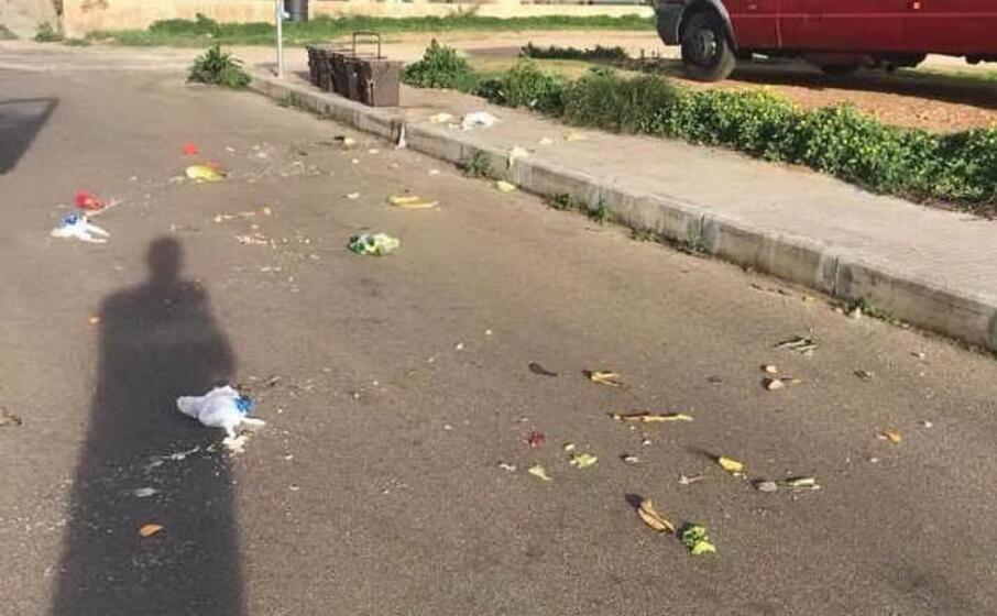 rifiuti per strada (foto m pala)