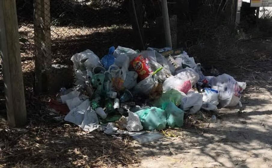 un cumulo di rifiuti (l unione sarda serreli)