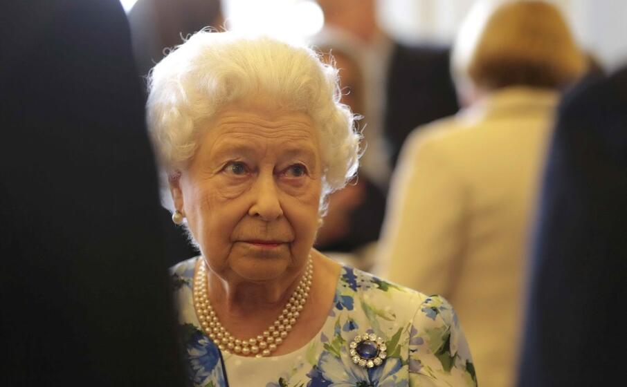 la regina elisabetta (archivio l unione sarda)
