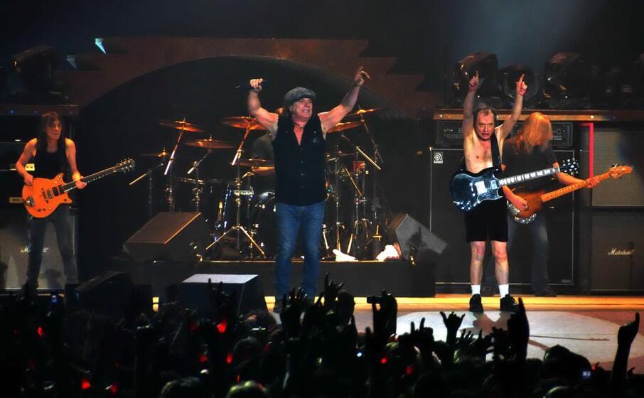 ac dc in concerto a milano nel 2009 (l unione sarda pintore)