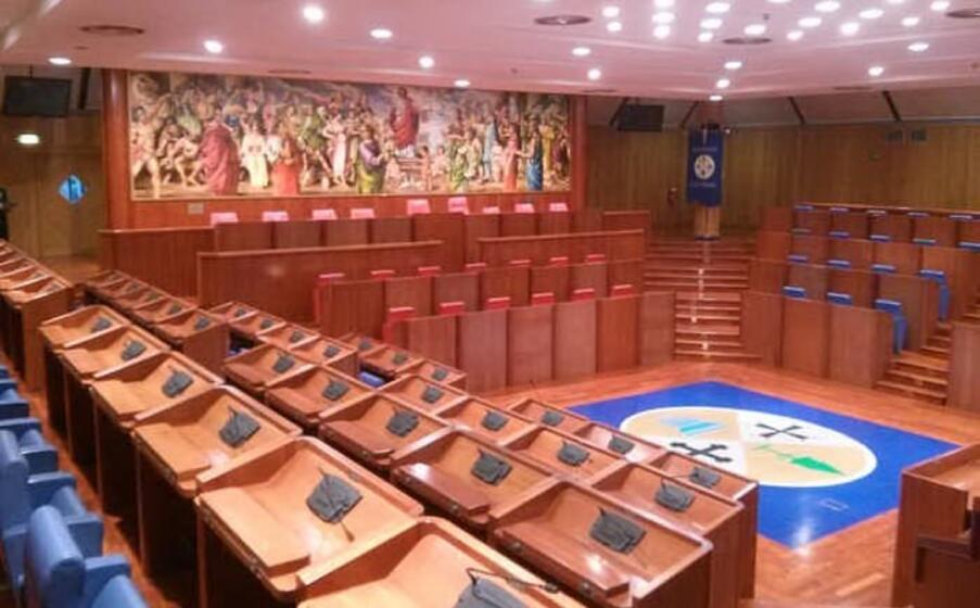 la sede del consiglio regionale della calabria (ansa)