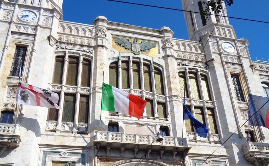 il municipio di cagliari (archivio l unione sarda)