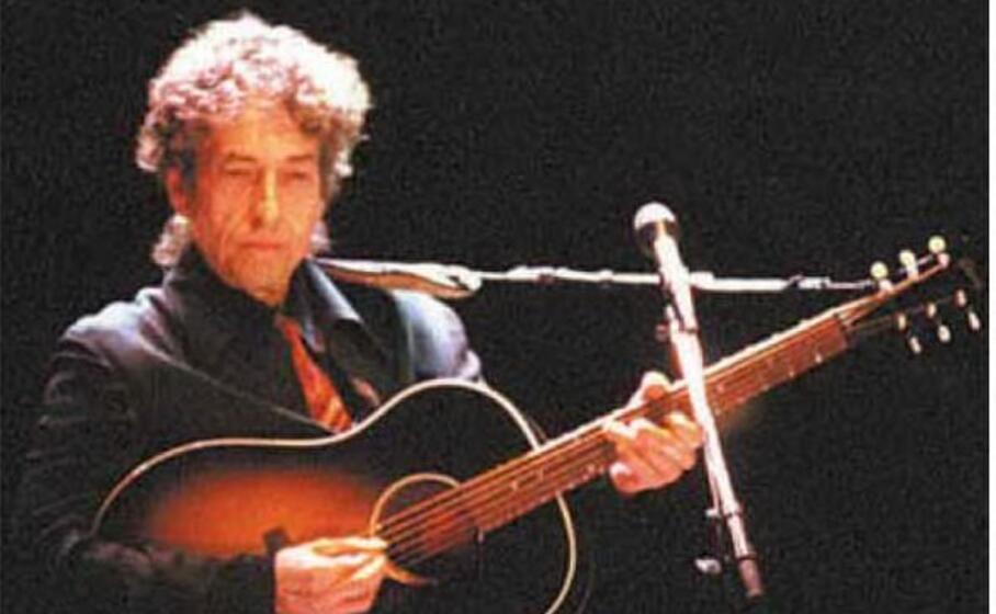 accaddeoggi 2 giugno 2000 il mito bob dylan in concerto a cagliari