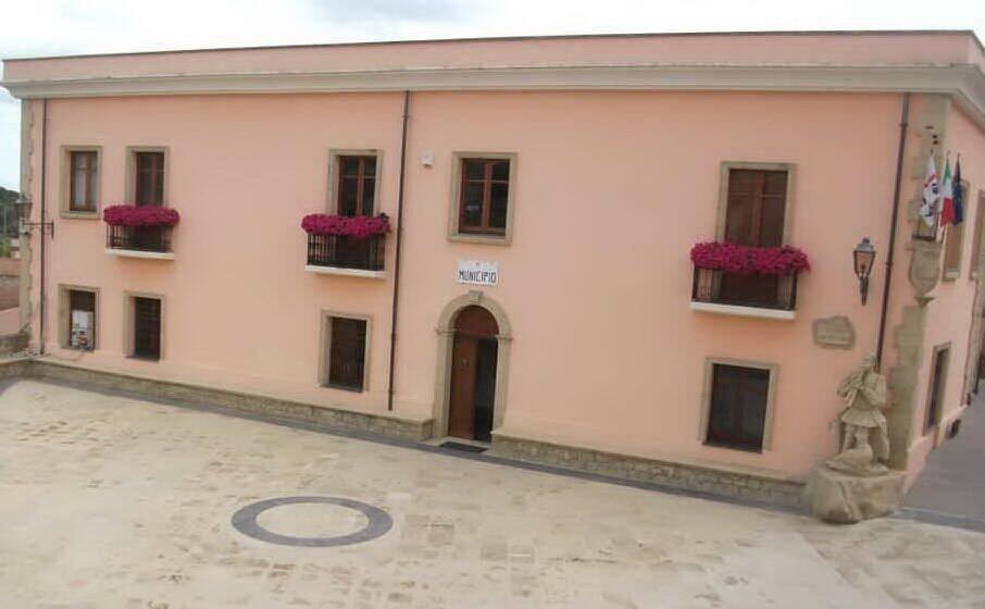il municipio (archivio l unione sarda)