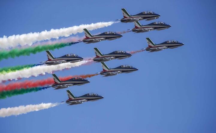 la pattuglia acrobatica nei cieli di roma (tutte le foto sono ansa)