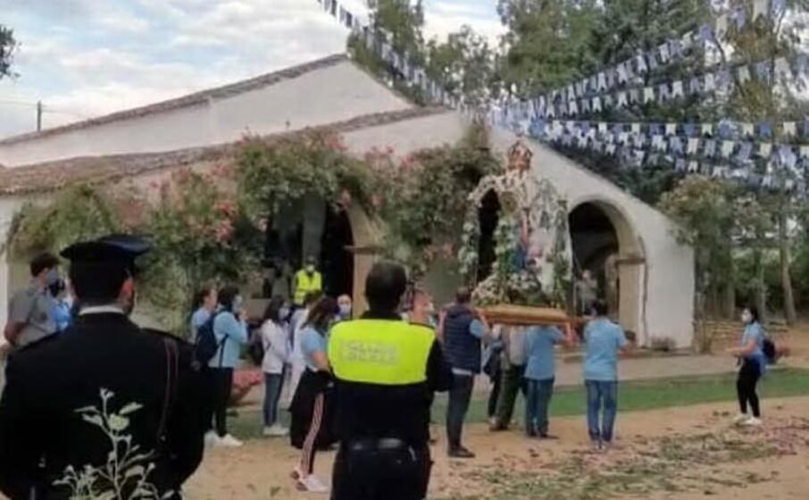 l arrivo della madonna d itria nella chiesa campestre (foto l unione sarda)