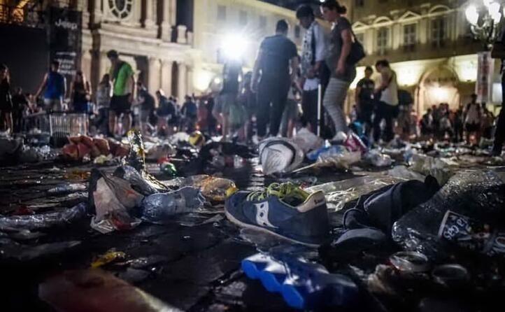 nella calca restano ferite pi di 1 500 persone