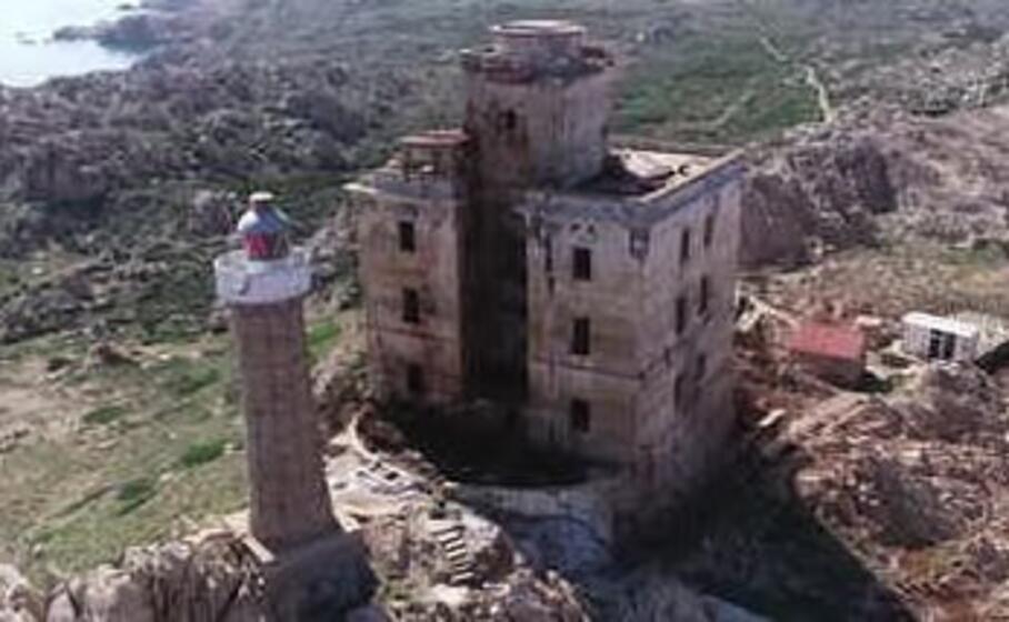 il faro di razzoli (foto regione sardegna)
