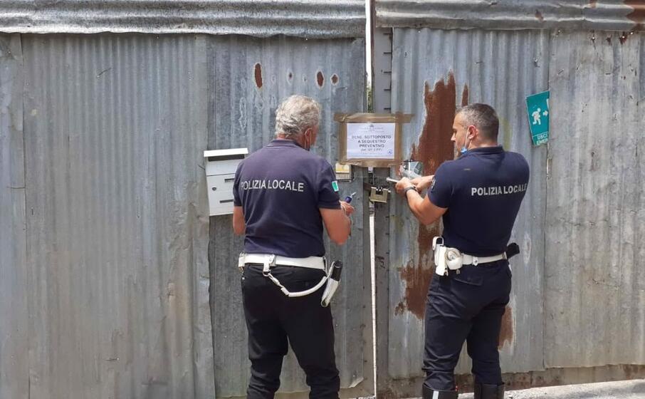 le operazioni per il sequestro (foto ufficio stampa)