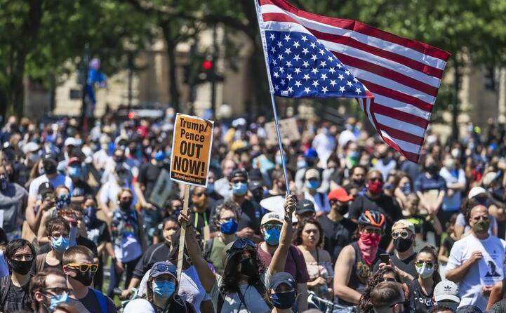 george floyd migliaia di americani in piazza per chiedere giustizia