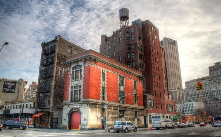 la vecchia caserma dei vigili del fuoco di new york usata come sede dagli acchiappafantasmi