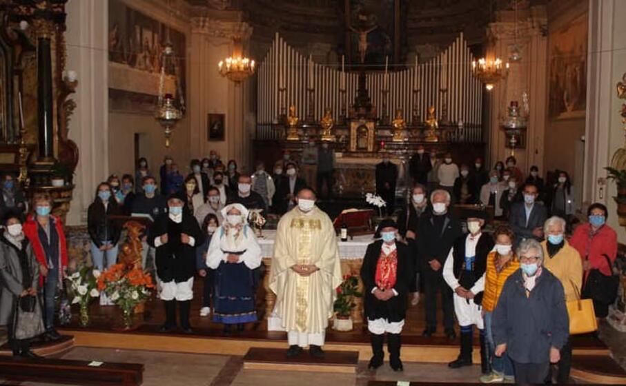la celebrazione (foto circolo su nuraghe )