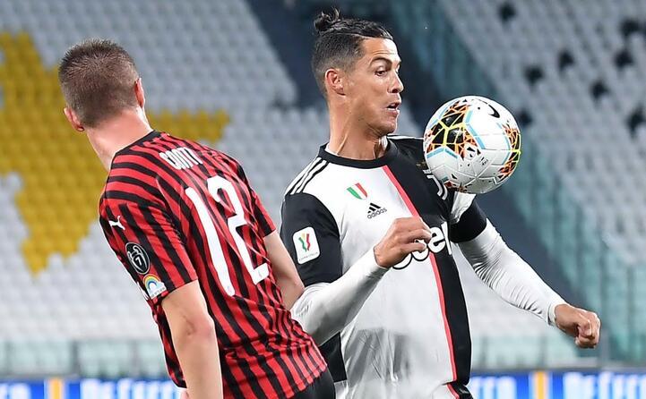 torna il calcio giocato in campo juventus milan (ansa)