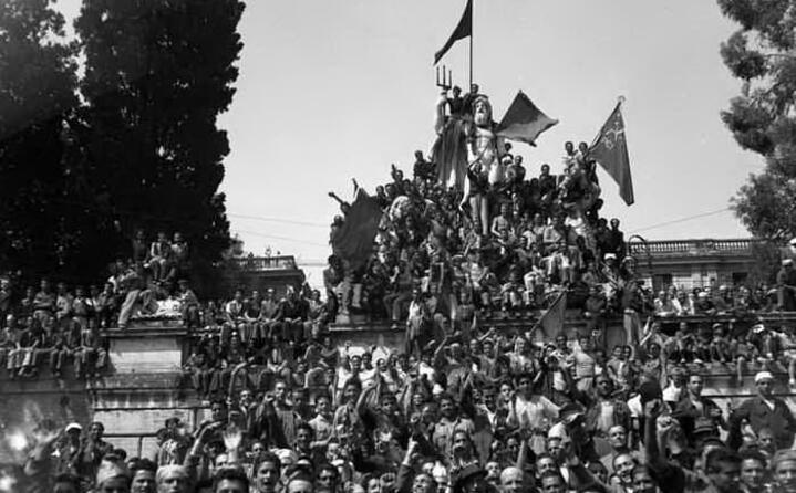 folla a roma alla vigilia del voto