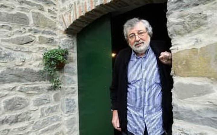 il cantautore modenese compie oggi 80 anni