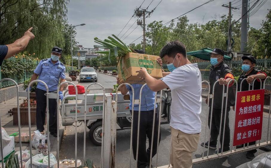 cos arriva il cibo nei quartieri messi in lockdown dalle autorit
