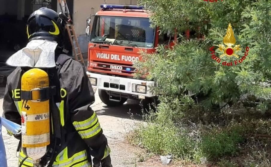 paura per due incendi a villamassargia (foto vvff)
