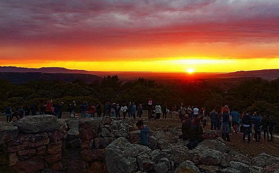 il solstizio d estate al tramonto nel nuraghe genna maria di villanovaforru (foto a pintori)