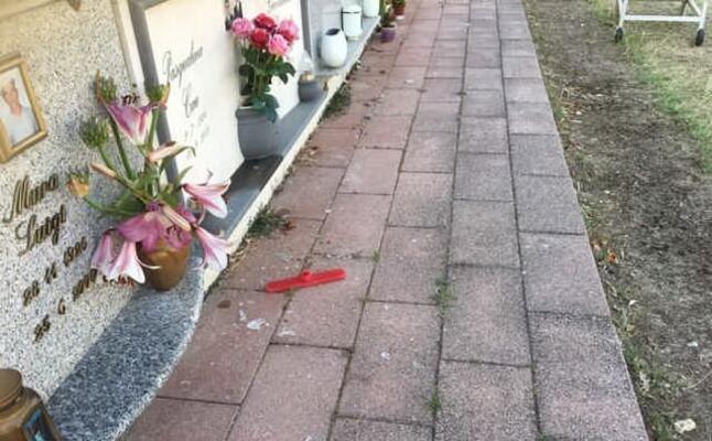 alcune tombe danneggiate (foto a orbana)
