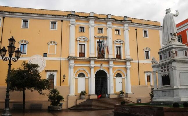 il palazzo degli scolopi sede del comune (archivio l unione sarda)