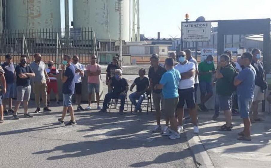 secondo giorno di sciopero alla sider alloys (foto pani)