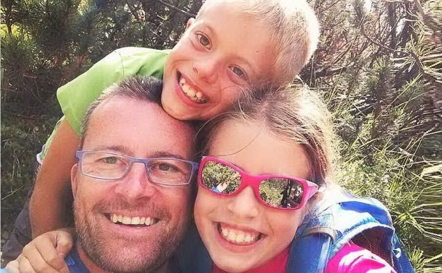mario bressi con i due figli uccisi (foto instagram)