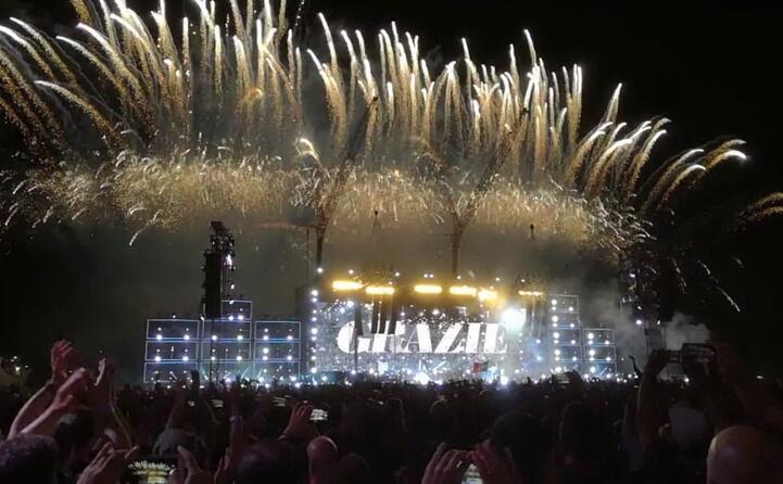 il concerto si chiude con albachiara e i fuochi d artificio (archivio l unione sarda)