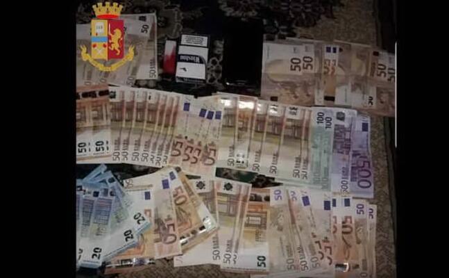 parte del denaro squestrato (foto polizia)