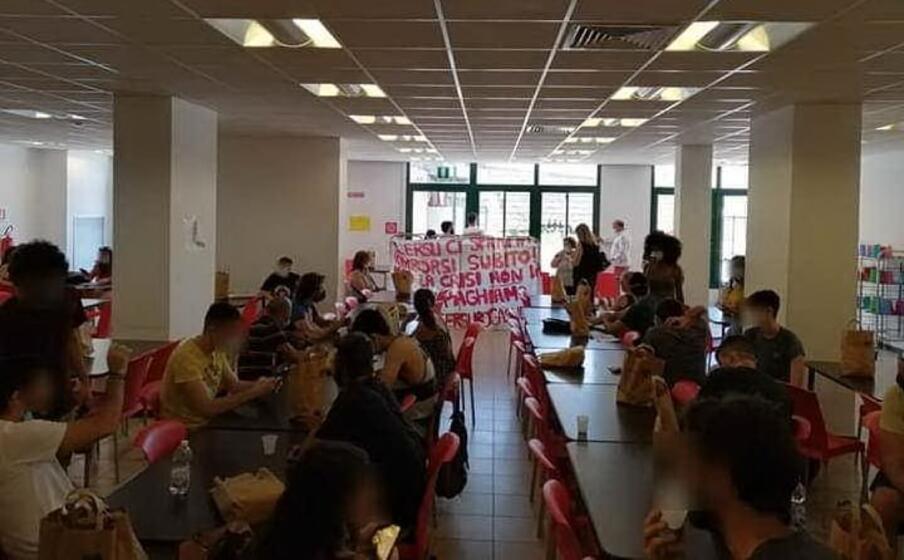 la protesta (foto inviata dagli studenti)